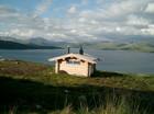 Badstue ved bredden av innsjøen
