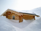 Badstue dekket med snø