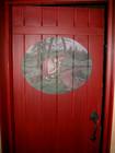 Laftehytte dører med maleri i røde farger
