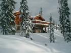 Vakker terasse av Tors stavlaft hytte
