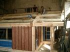 Prosess av bygging av stavlaft anneks