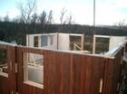 Stavlaft hytte. Montering av utvendig veggene