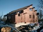 Stavlaft hytte. vegger,gavel og Åsene er montert