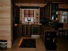 Kitchen of Kvilstoga laftehytte with kitchen bar, designed in dark & gold colours